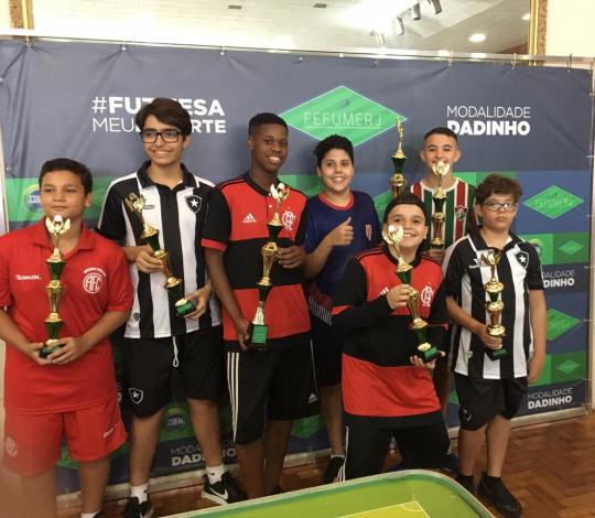Campeões na terra, no mar e no Futebol de Mesa