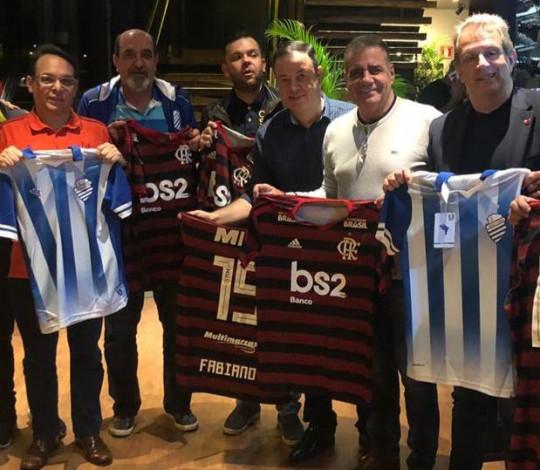 Diretores de Flamengo e CSA se reúnem na véspera do duelo pelo Brasileirão