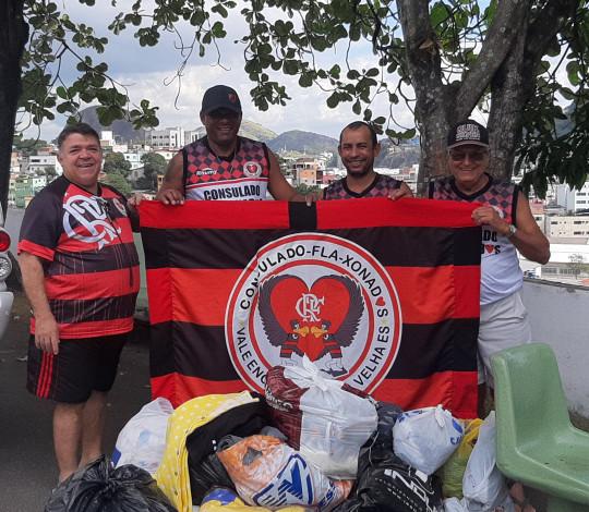 Primeira campanha do agasalho do Consulado FLA-XONADOS