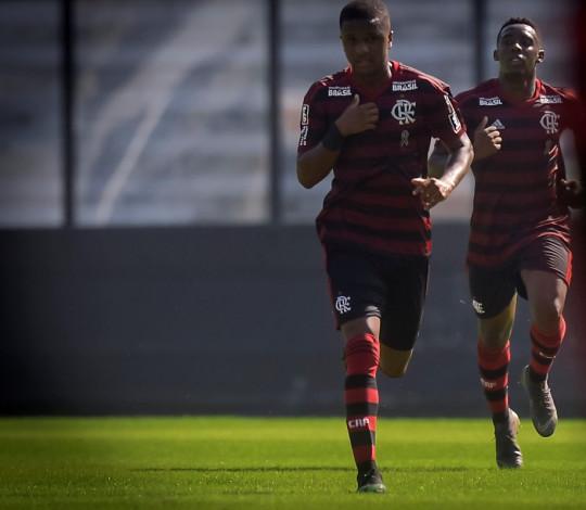 Sub-20 atropela o Vasco em São Januário e larga com vitória na Taça Rio