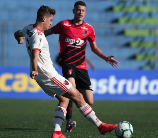 Sub-17 vence Athletico-PR no primeiro jogo das quartas de final do Brasileiro
