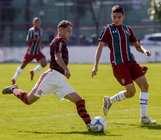 Sub-17 sofre gol polêmico no fim e empata com o Fluminense no jogo de ida da final da Taça Guanabara