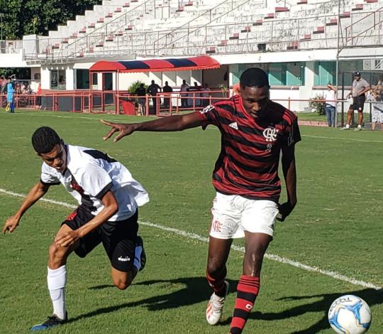 Com um a menos, Sub-16 vence o Vasco de virada na Gávea pelo Torneio Guilherme Embry