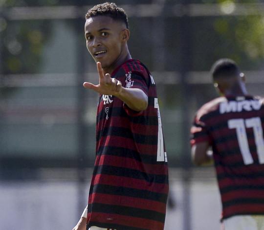 Artilheiro do Flamengo no ano, Lázaro mostra confiança para a final da Taça Guanabara Sub-17