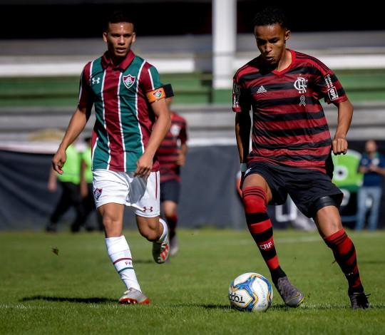 Sub-17 desperdiça muitas chances, e perde a final da Taça Guanabara