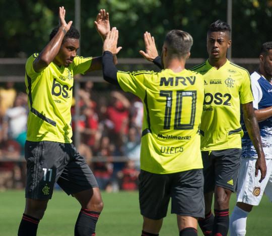Flamengo vence o jogo-treino contra o Madureira por 3 a 1