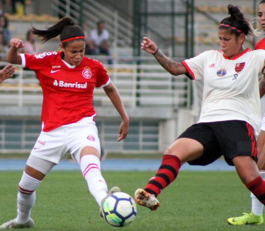 Gaby marca duas vezes e Flamengo/Marinha vence Internacional fora de casa