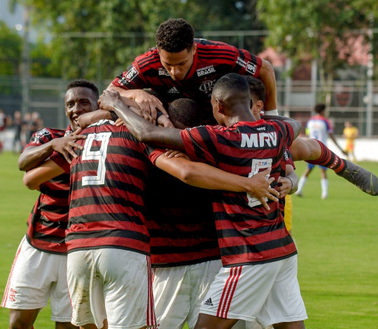 Sub-20 vence o Bahia e segue na liderança do Brasileirão