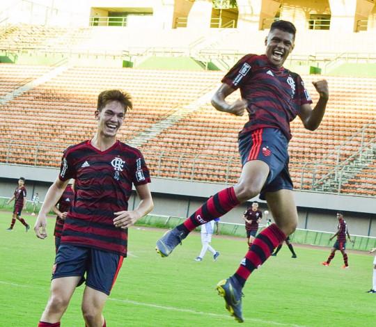 Avassalador, Sub-15 garante vaga nas oitavas da Copa 2 de Julho como líder de seu grupo