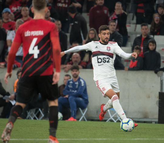 Gabigol marca e Flamengo empata com o Athletico-PR na Arena