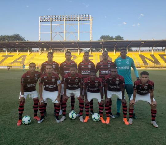 Sub-20 volta a golear o Fluminense e é líder do Campeonato Brasileiro