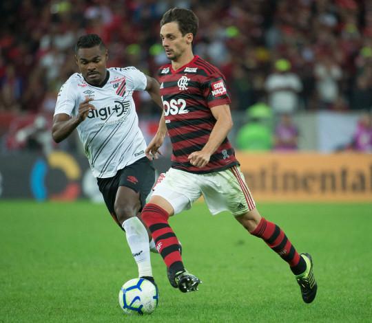 Flamengo perde para o Athletico-PR nos pênaltis e deixa a Copa do Brasil