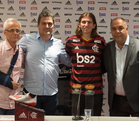 Filipe Luís é apresentado no Flamengo