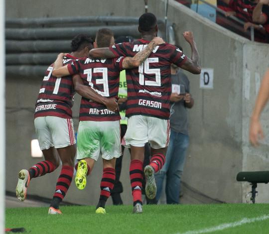 De virada, Flamengo bate o Botafogo no Maracanã
