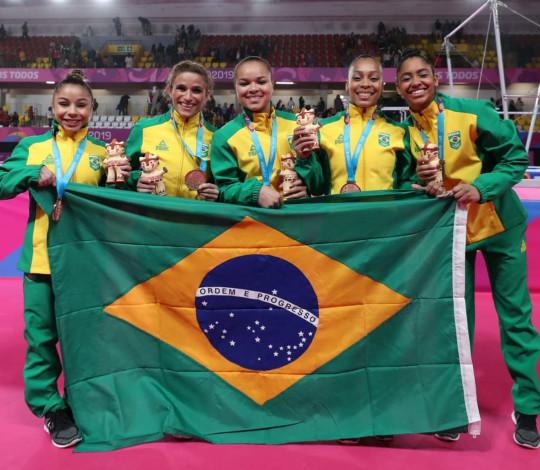 Flavia Saraiva e Lorrane Oliveira ajudam Brasil a conquistar bronze por equipes