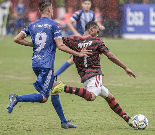 Sub-17 goleia o Goytacaz e segue 100% na Taça Rio