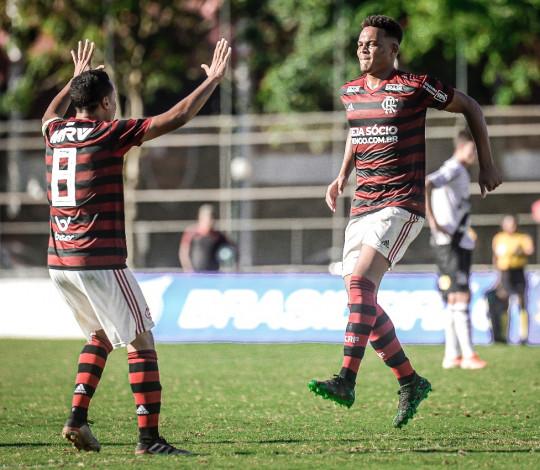 Sub-20 vence a Ponte Preta na Gávea e se consolida na liderança isolada do Campeonato Brasileiro