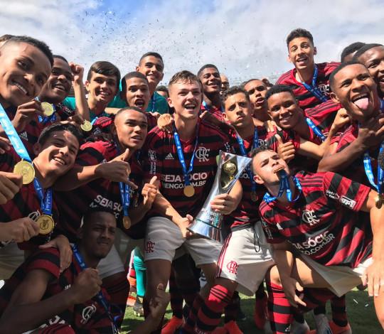 É campeão! Flamengo bate Corinthians por 2 a 1 e conquista o título do Brasileiro Sub-17
