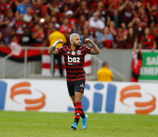 Mengão goleia o Vasco por 4 a 1, em Brasília