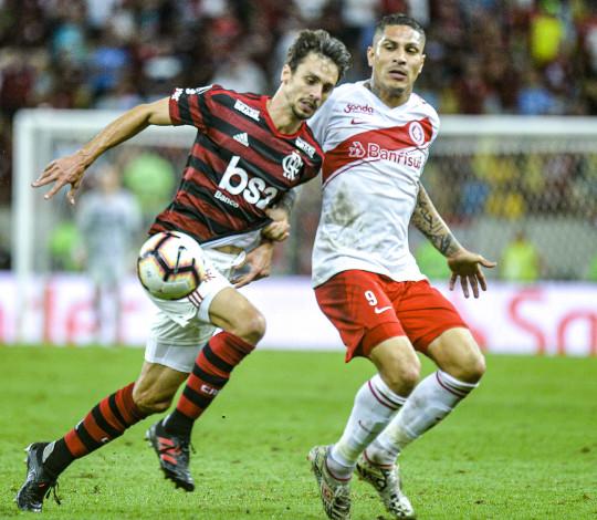 Prezando pela disciplina, zaga do Flamengo recebeu apenas quatro cartões amarelos no Brasileirão