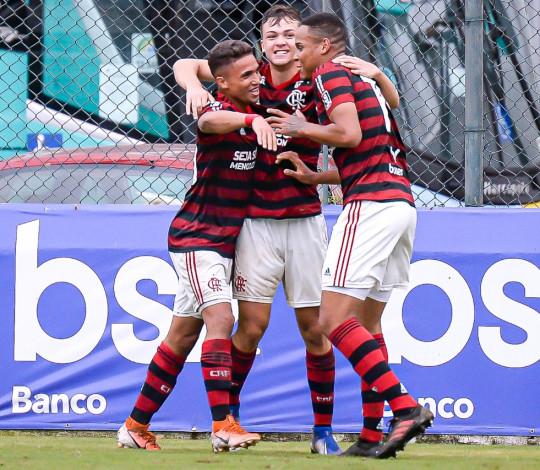 Sub-20 supera o Volta Redonda, chega à 2ª colocação e decidirá vaga na semifinal da Taça Rio em casa