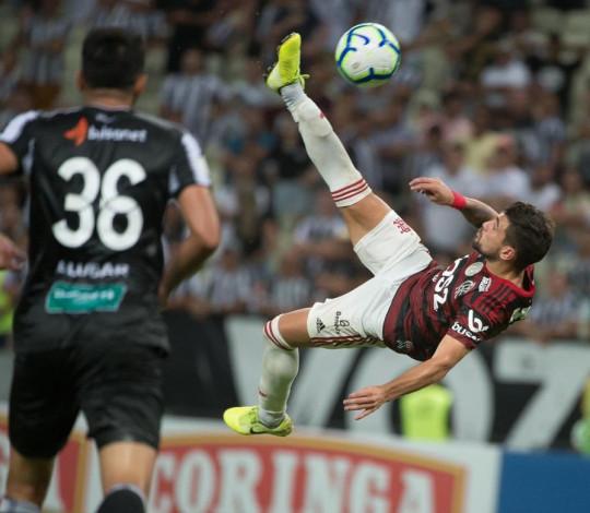 Com golaço de Arrascaeta, Mengão vence o Ceará por 3 a 0 no Castelão