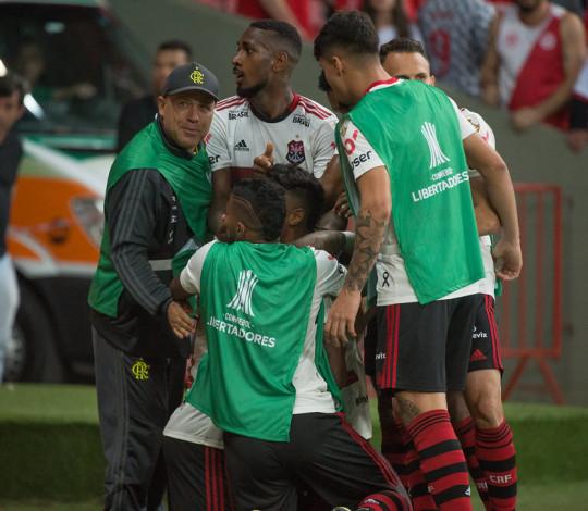 Fla percorre mais de 8 mil km em busca da liderança no Brasileiro e classificação na Libertadores