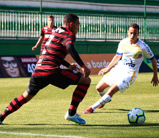 Sub-20 vence a Chapecoense fora de casa e volta à liderança isolada do Campeonato Brasileiro