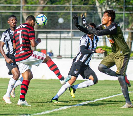 Sub-20 vence o Atlético MG na Gávea e abre vantagem na liderança do Campeonato Brasileiro