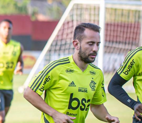Everton Ribeiro fala de partida contra o Santos