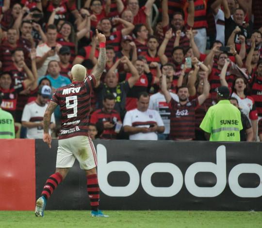 Com golaço de Gabigol, Flamengo vence o Santos por 1 a 0 no Brasileirão