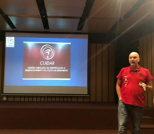 Dr Cláudio Cardone representa o Flamengo em Seminário de Ortopedia