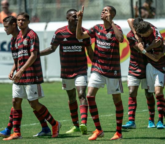 Sub-17 garante vaga na final da Taça Rio após empatar com o Vasco por 2 a 2