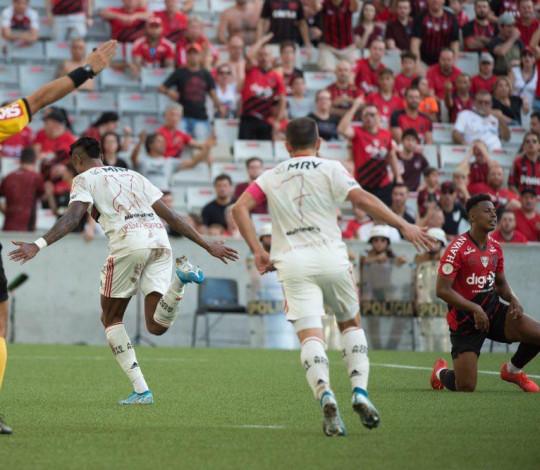 Mengão vence o Athletico-PR por 2 a 0, na Arena da Baixada