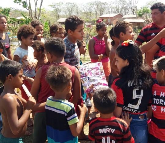 Consulado FlaCoroatá faz ação para as crianças