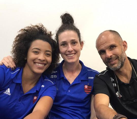 Alexandre Ferrante, Francine e Malu participam de noite de autógrafos do Desafio MG x RJ
