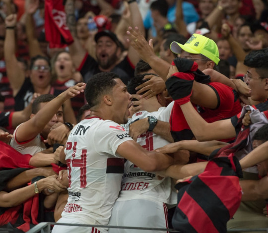 Mengão vence o Fortaleza, de virada, por 2 a 1, na Arena Castelão