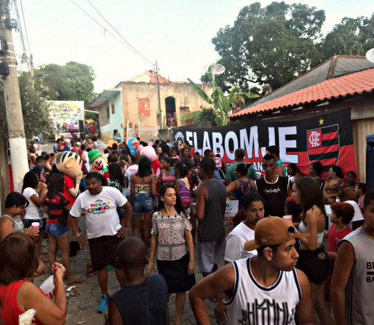 Embaixada FlaBomJE realiza festa pelo Dia das Crianças