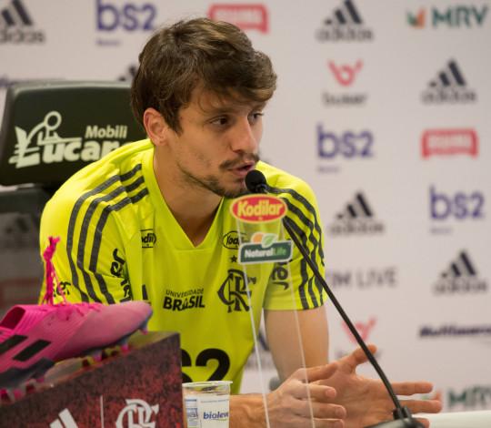 Rodrigo Caio projeta clássico contra o Fluminense
