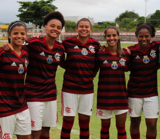 Flamengo contrata seis atletas para o time profissional de futebol feminino