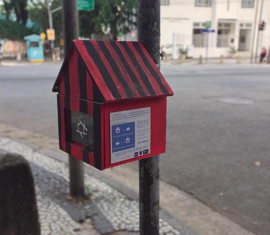 """Ninhos de Livros: Flamengo incentiva leitura com pequenas """"bibliotecas colaborativas"""""""