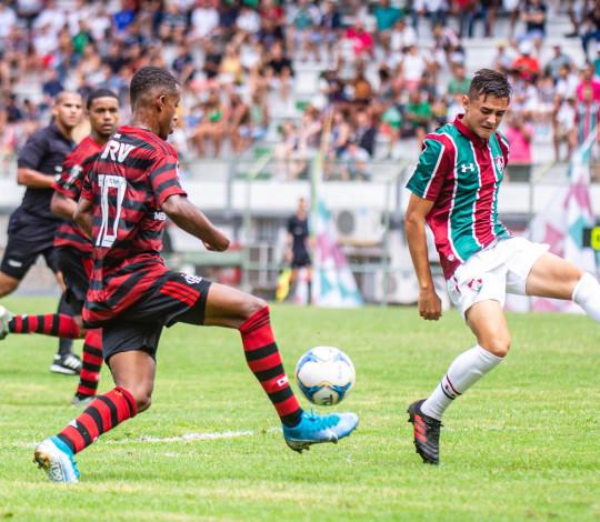 Sub-17 luta muito, vence o Fluminense nas Laranjeiras, mas fica com o vice estadual