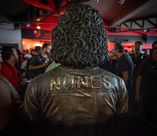 Em meio às comemorações de aniversário do clube, busto do Nunes é inaugurado na sede social