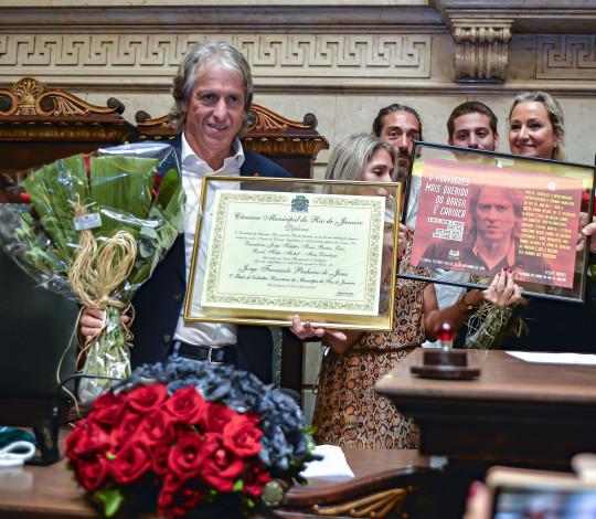 Jorge Jesus é homenageado e ganha título de cidadão carioca