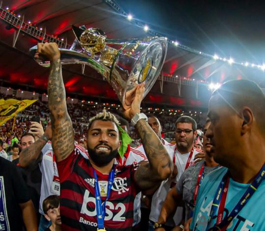 Flamengo goleia o Ceará por 4 a 1 e levanta a taça de Heptacampeão Brasileiro