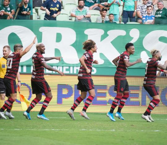 Mengão faz 3 a 1 sobre o Palmeiras e vence mais uma no Brasileiro