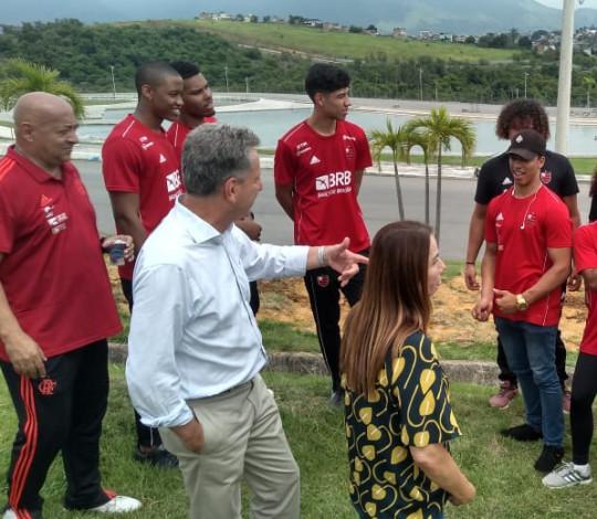 Rodolfo Landim e atletas olímpicos do Flamengo realizam mutirão de plantio na Floresta dos Atletas