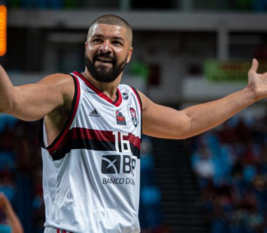 De virada! Flamengo vence o Corinthians por 86 a 66 e está nas semifinais da Copa Super 8