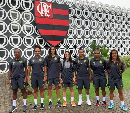 Flamengo acerta sete contratações para o futebol feminino