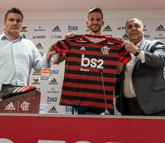 Léo Pereira é apresentado oficialmente pelo Flamengo